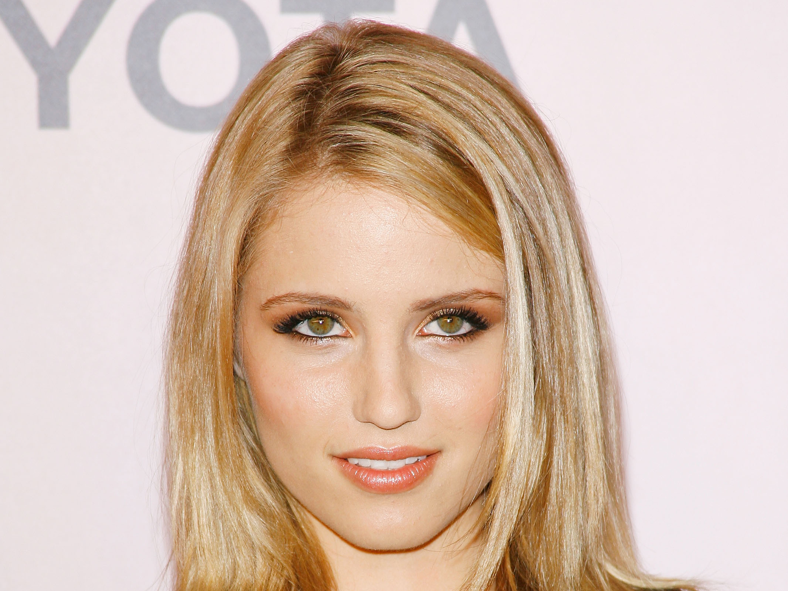 Download this Dianna Agron Giffoni picture