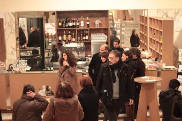 foto libri e caffè teatro mercadante
