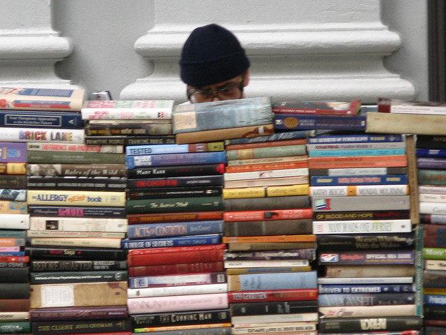 una bancarella di libri