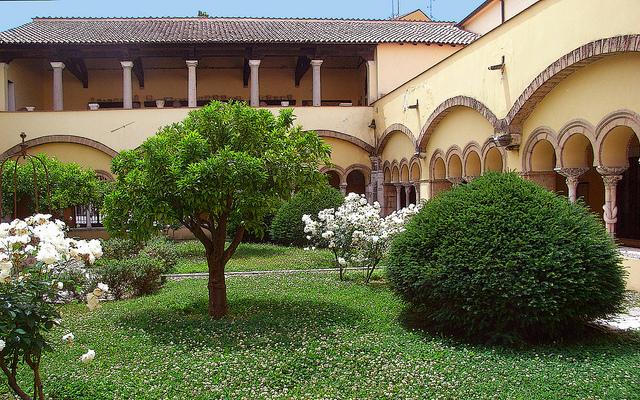 Chiostro di Santa Sofia a Benevento. Foto (CC) di hillman54 su Flickr