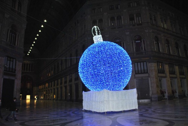 decori natalizi a napoli 2014