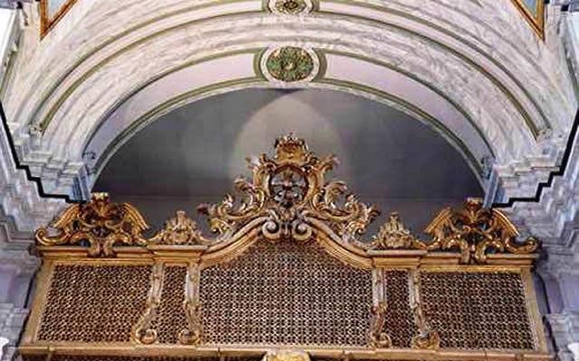 la facciata del monastero delle trentatrè
