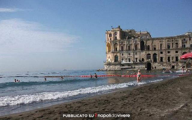 Bagni Rocce Verdi Napoli : 5 posti dove fare il bagno nel mare di napoli napoli da vivere