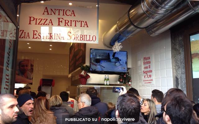 La pizza fritta di Sorbillo a Piazza Trieste e Trento  nuova apertura