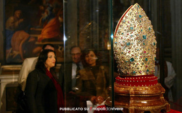 La Mitra Gemmata del Tesoro di San Gennaro in mostra