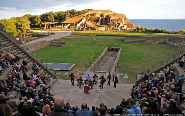 Suggestioni all'imbrunire musica e teatro al parco del Pausilypon