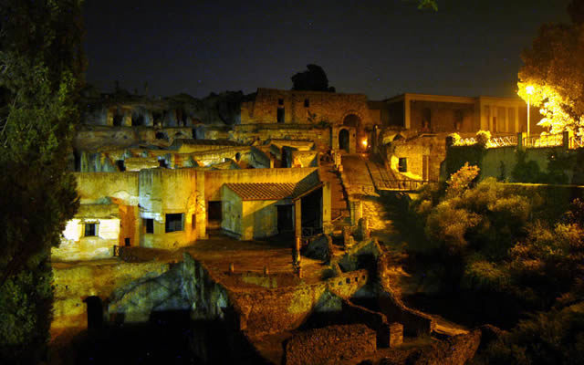 Risultati immagini per scavi ercolano notte