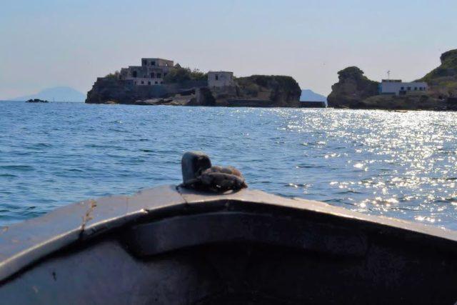 tour in barca al faro