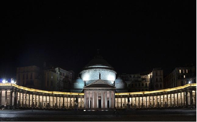 Risultati immagini per Mandolini sotto le stelle a Piazza del Plebiscito