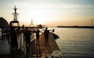 Spettacoli teatrali nei cantieri navali, fabbriche dismesse e laghi di Napoli