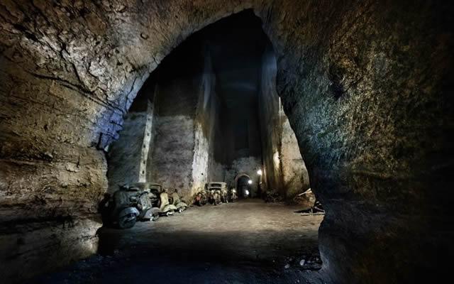 Noi Vivi spettacolo storico itinerante alla Galleria Borbonica di Napoli