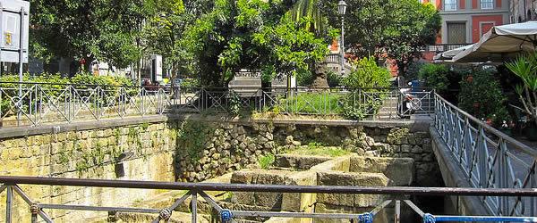 mura greche piazza bellini
