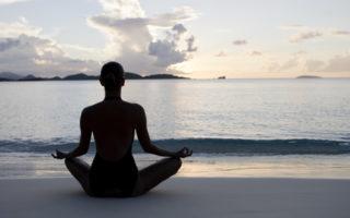 Yogaiola: lezioni di Yoga all'Area Protetta del Parco Sommerso di Gaiola