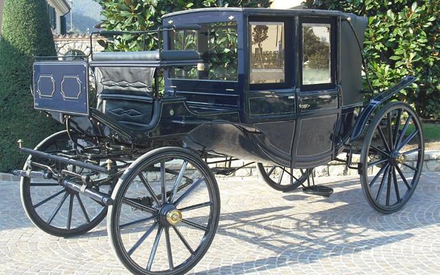 Cortei storici e Sfilate di carrozze al Centro e sul Lungomare di Napoli
