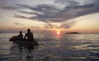 Al tramonto in Kayak nella splendida Baia di Trentaremi