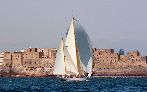 Regata-di-Vele-d'Epoca-nel-Golfo-di-Napoli.jpg