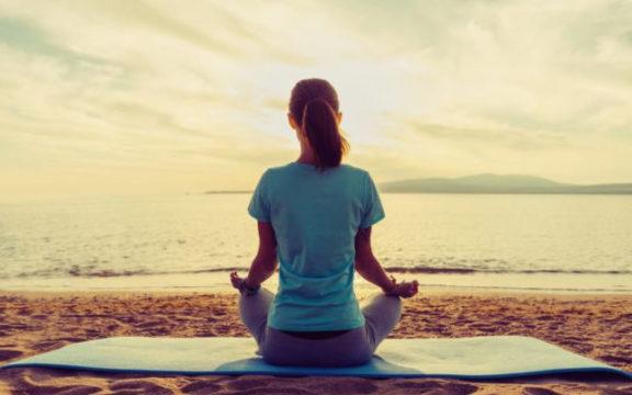 Yoga-Day-a-Napoli-lezioni-gratuite-sulla-Spiaggia-e-in-Villa-Comunale.jpg