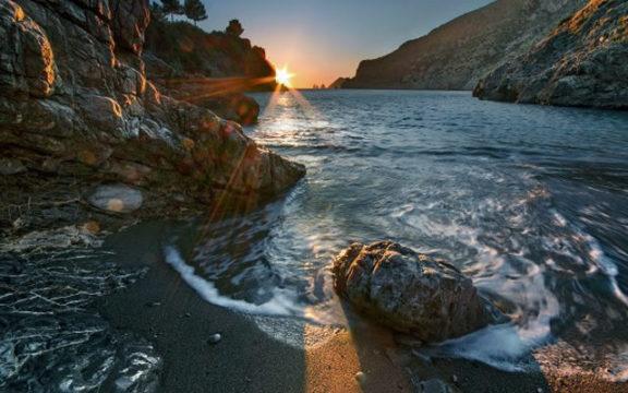 Yoga-al-tramonto-nella-Baia-di-Ieranto.jpg