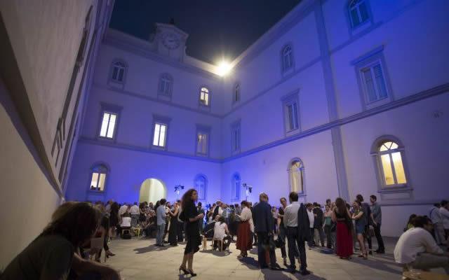 Il cortile del Museo Madre a Napoli