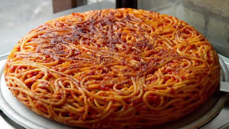 giri-di-pasta-a-napoli-il-primo-take-away-della-frittata-di-maccheroni