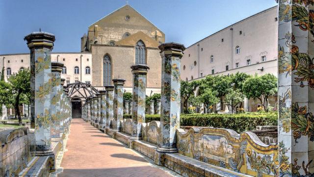 Presepe-Vivente-nella-Basilica-di-Santa-Chiara-a-Napoli.jpg