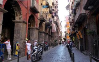 Centro storico di Napoli: Via dei Tribunali sarà isola pedonale nei weekend