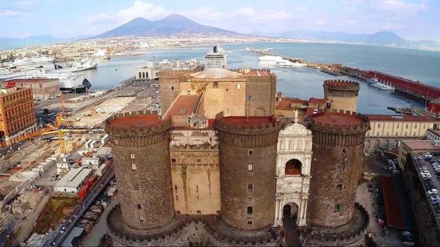 Il castello nuovo di Napoli visto dall'alto