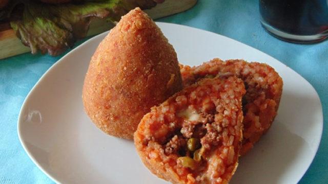 Sicilia-in-Festa-a-Napoli-30-stand-con-tanti-prodotti-siciliani-al-Vomero.jpg