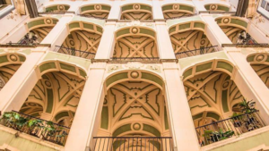 La facciata del Palazzo dello Spagnolo a Napoli