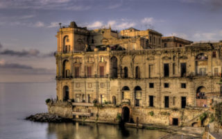 Visita Straordinaria a Palazzo Donn'Anna a Napoli