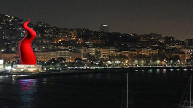 Corno-rosso-alto-60-metri-sul-Lungomare-di-Napoli.jpg