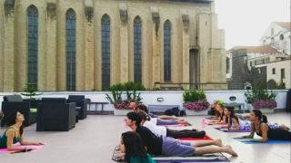 Yoga in terrazza a Santa Chiara a Napoli