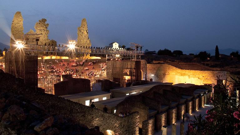 Parade e pulcinella il teatro dell opera di roma a pompei for O giardino di pulcinella roma