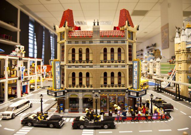 un palazzo costruito in LEGO