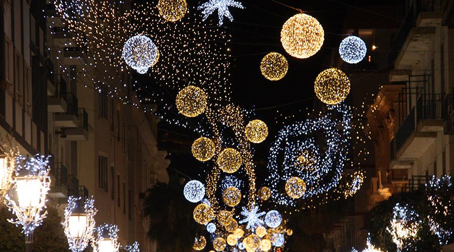 Addobbi Natalizi Napoli.Luminarie Di Natale 2018 Bulgari Illuminera Il Centro Di