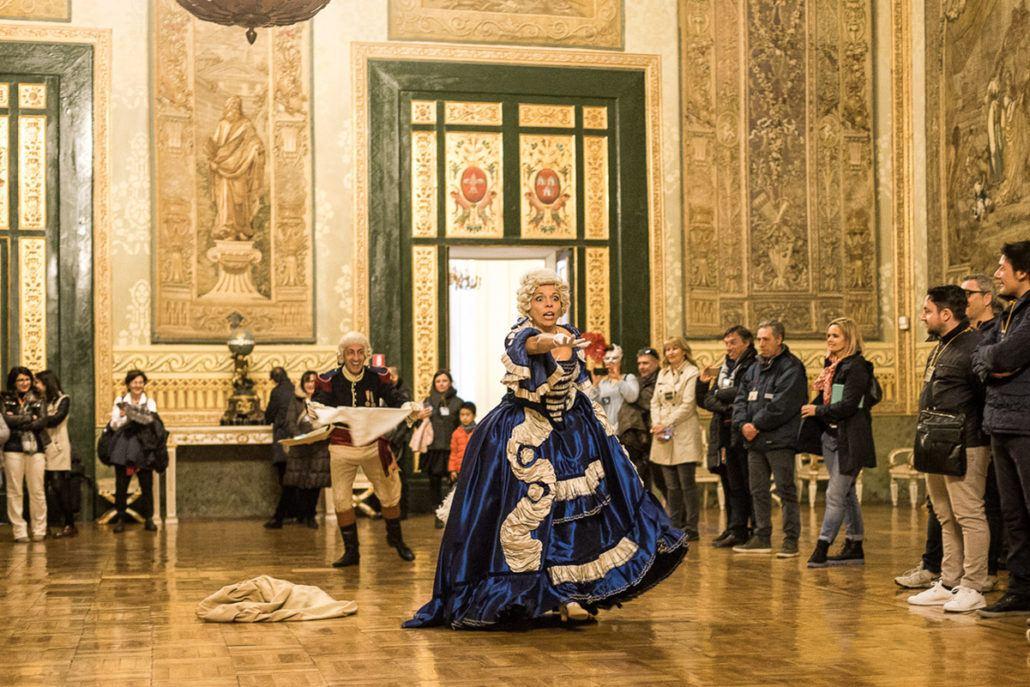 Ballo di corte in maschera a palazzo reale di napoli for Planimetrie del palazzo con sala da ballo