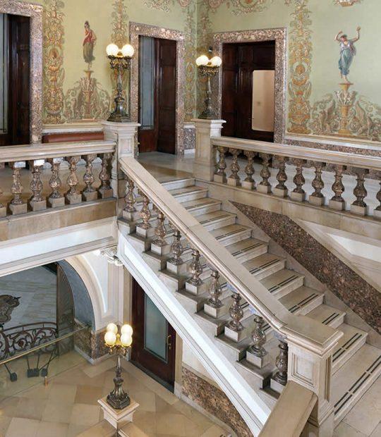 La scalinata del Palazzo Zevallos Stigliano Napoli