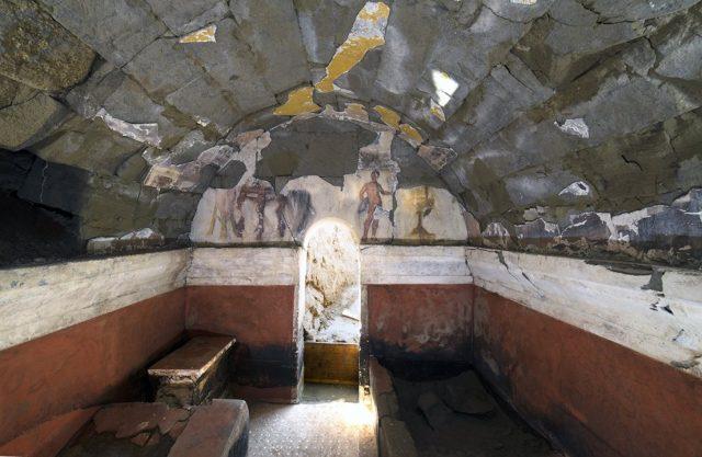 Scavi di Cuma: trovata una eccezionale tomba dipinta del II secolo a.C.