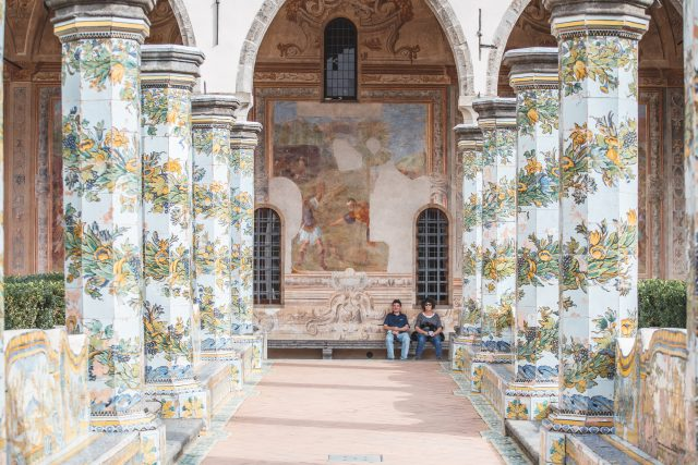 Le maioliche del chiostro di Santa chiara di napoli