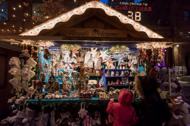 Uno stand dei mercatini di natale