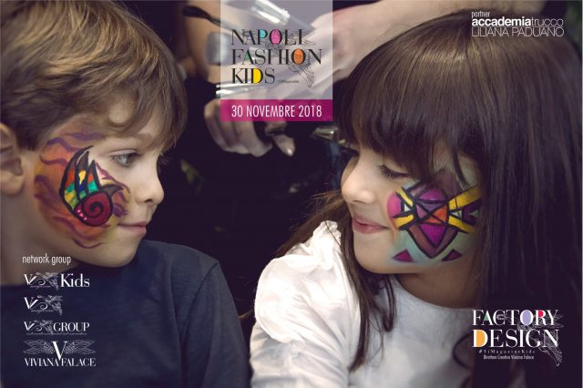 due bambini felici che giocano