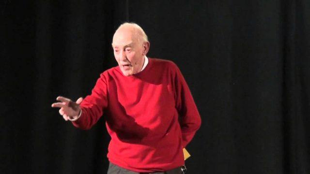 il filosofo Aldo Masullo durante una conferenza
