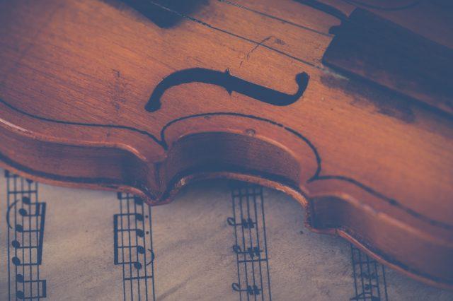Violino su spartito