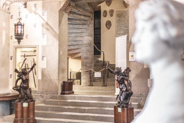 Le scalinate del Museo Filangieri di Napoli