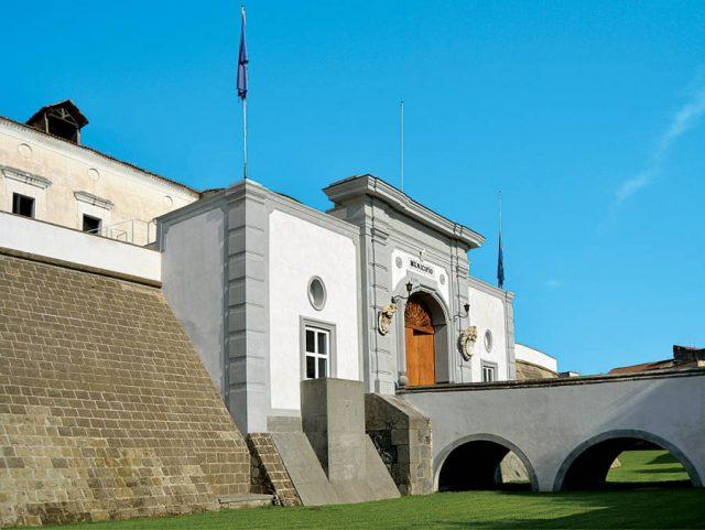 La facciata anteriore del Castello Baronale di Acerra