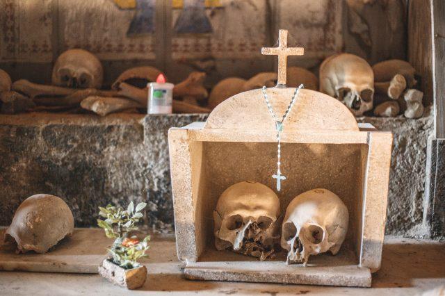 Cimitero delle Fontanelle altarini