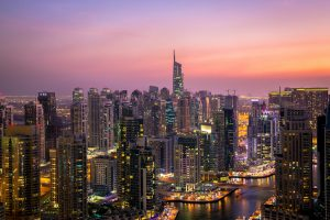 Una panoramica di Dubai al tramonto