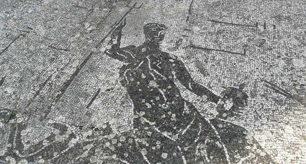 Un mosaico delle terme Romane di via Terracina a Napoli
