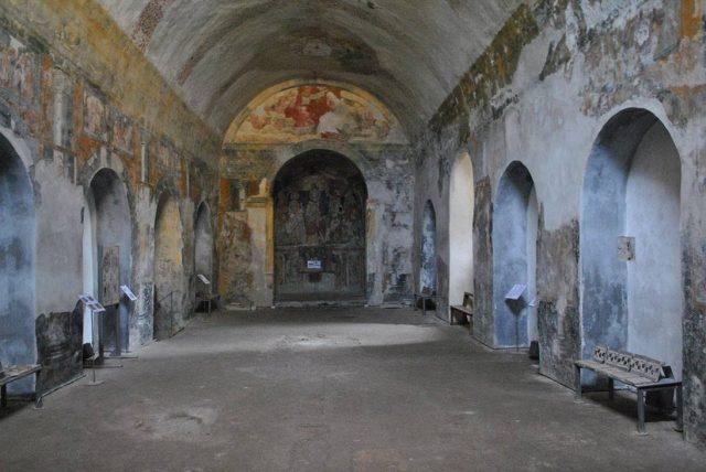 l'interno del complesso monumentale di santa maria del pozzo