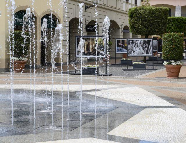 Le fontane de La Reggia Designer Outlet durante la mostra #NapoliViva